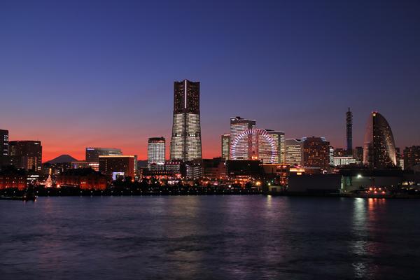 TOWERS Milight~みなとみらい21オフィスビル全館ライトアップ~