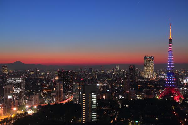 世界貿易センター 東京タワー オランダ色特別ライトアップ