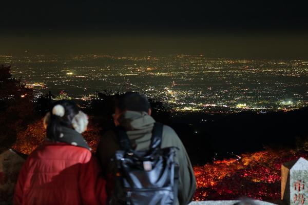 大山紅葉ライトアップ 雰囲気