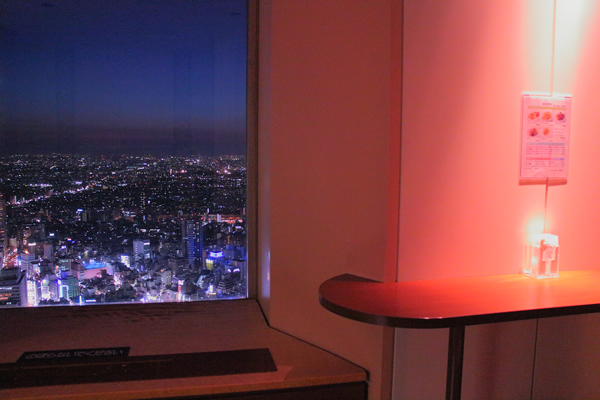 サンシャイン60展望台のカフェラウンジ『エアーシップ』