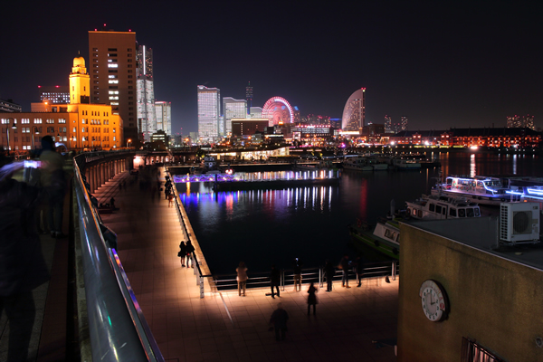山下臨港線プロムナード TOWERS Milight~みなとみらい21オフィスビル全館ライトアップ~