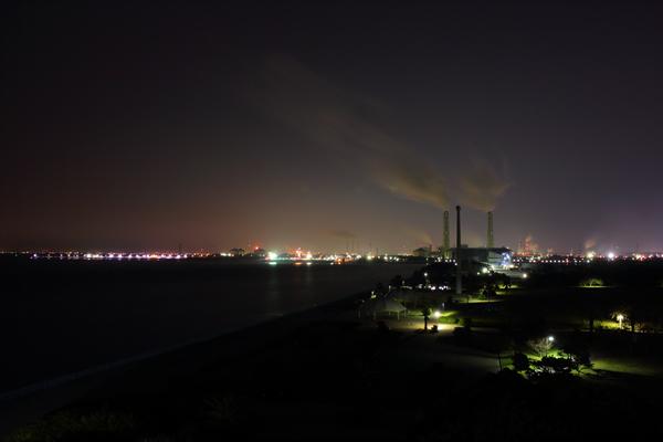展望塔から工場を望む