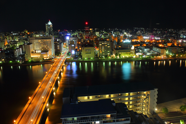 新潟日報メディアシップの夜景スポット情報