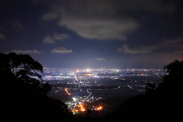 弥彦山 山頂公園の夜景スポット情報