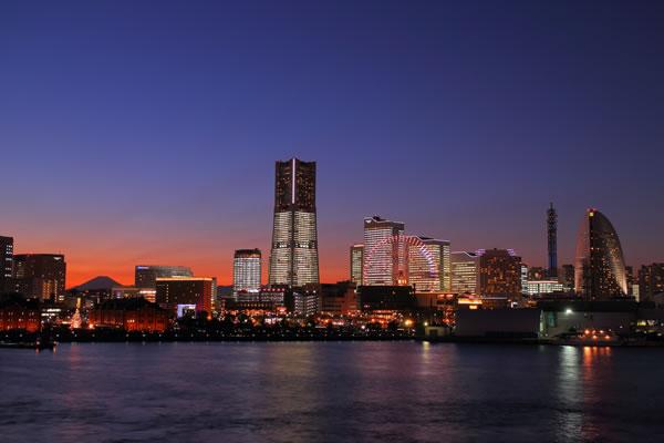 TOWERS Milight~みなとみらい 21 オフィス全館ライトアップ~
